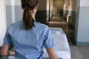 in germania 8.557 persone sono state richiamate per la prima dose dopo che l'infermiera...