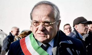 il sindaco di casal di principe si dimette per protesta contro l'abbattimento di un palazzo...