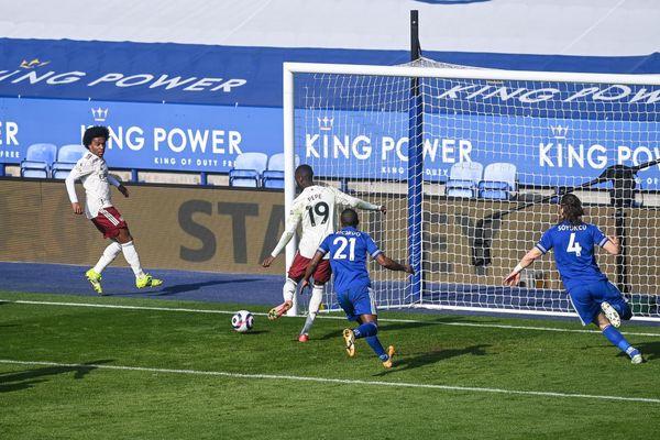 Premier, tris Arsenal: Leicester sconfitto e City a +13