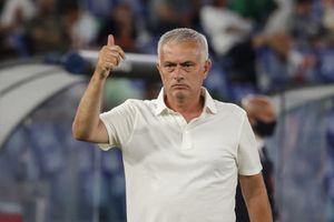 Roma, Mourinho coccola i tifosi e carica: