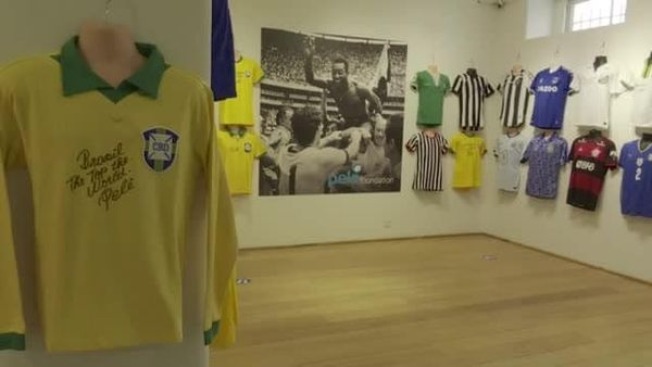 Brasile, l'asta benefica di Pelé per la lotta contro il Covid