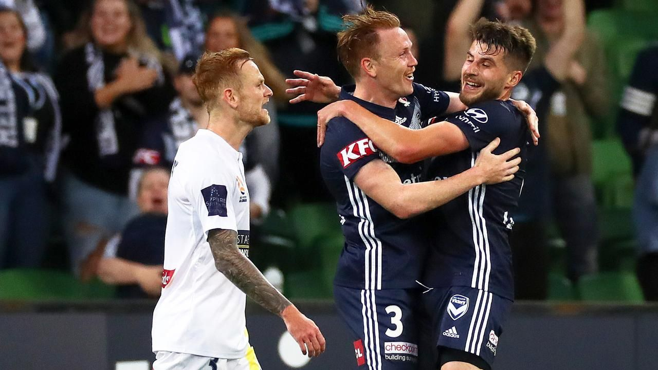 John Kosmina and Archie Thompson say the Mariners' leaky defence is still an issueの代表サムネイル