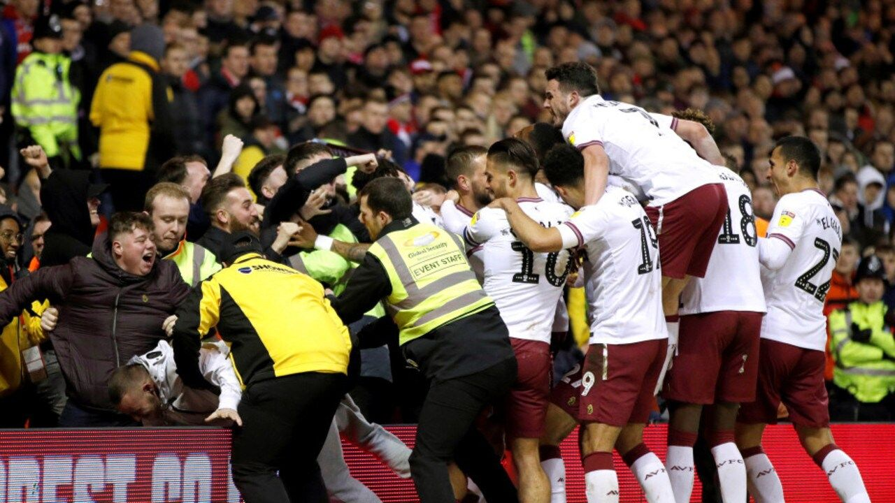 Villa involved in second pitch invader incident just days after Grealish attackの代表サムネイル