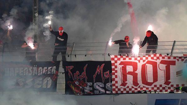 Preußen Münster gegen Rot-Weiss Essen: Ausschreitungen bei Regionalliga-Spiel - 30 Verletzte