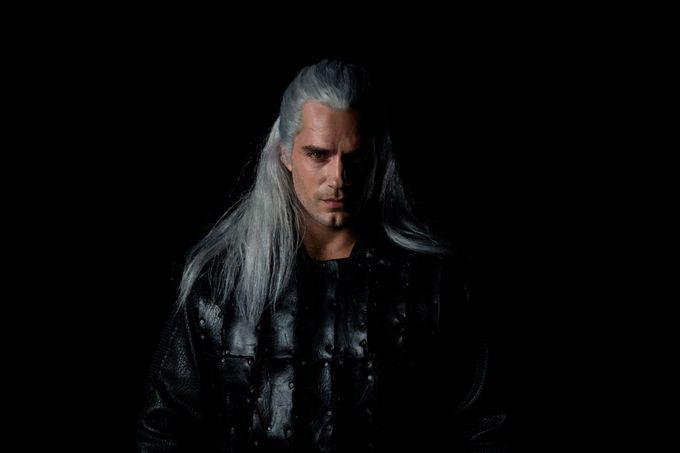 Netflix真人版影集《The Witcher》公開首張劇照   Henry Cavill飾演的Geralt造型公開