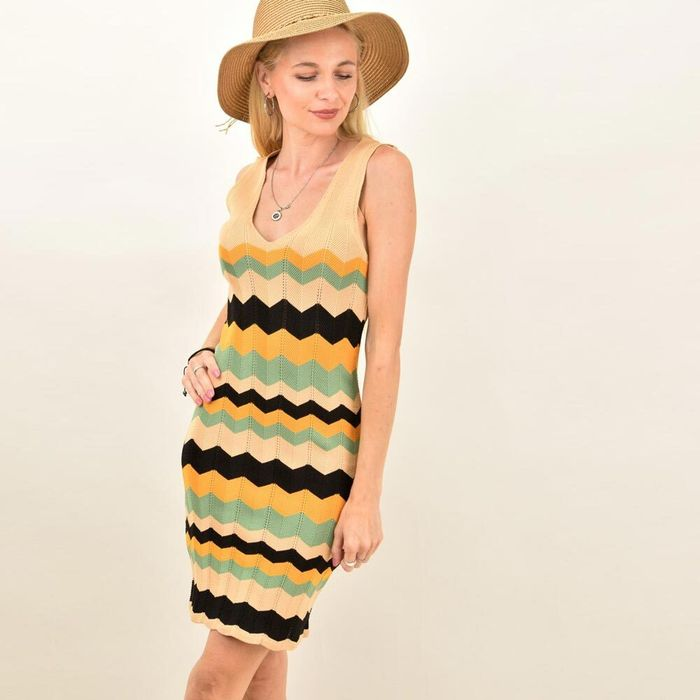 Γυναικείο εφαρμοστό ριγέ φόρεμα με σχέδιο