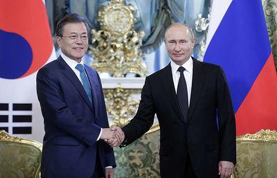 Путин и Мун Чжэ Ин приняли совместное заявление по итогам переговоров в Москве