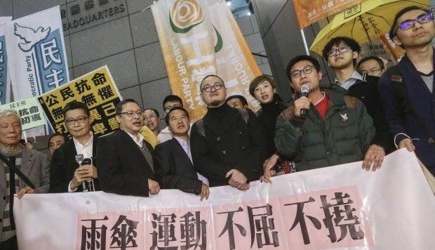 Occupy leaders arrive at Hong Kong police headquarters for arrest