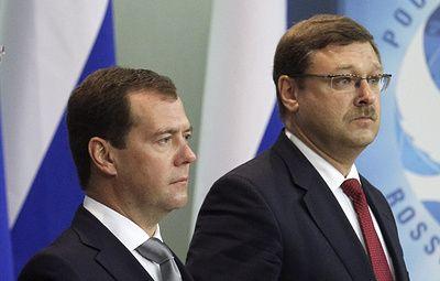 Медведев наградил сенатора Косачева медалью Столыпина