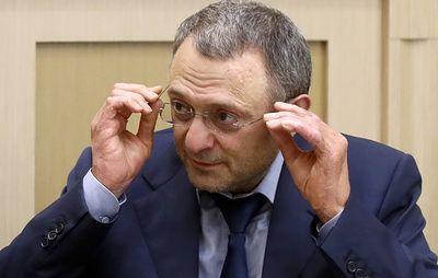 Керимов пришел на первое после возвращения в Россию заседание Совфеда