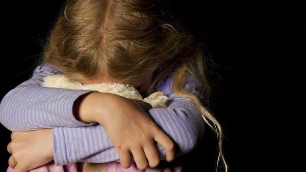 Sie ließen ein kleines Mädchen (5) fast verhungern - Paar wegen versuchten Mordes in Köln vor Gericht