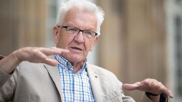 Stuttgart (dpa) - Baden-Württembergs Ministerpräsident Winfried Kretschmann (Grü [...]