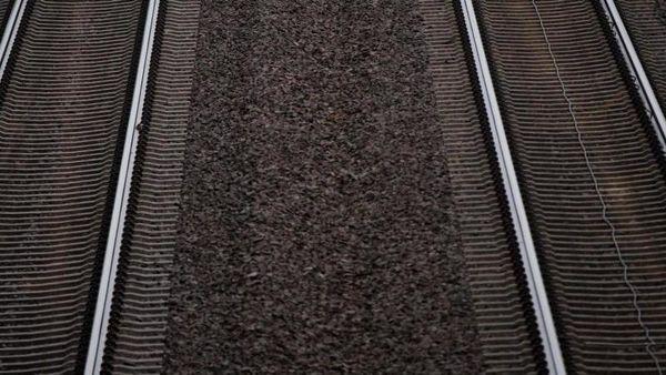 Westerland/Stuttgart (dpa) - Der Nachtzug von Sylt in die Alpen startet zu Pfing [...]