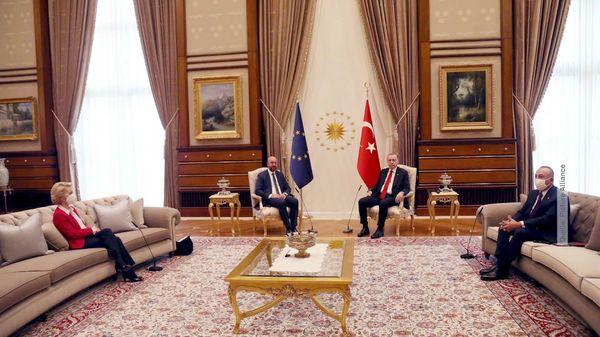 Erdogan setzt Von der Leyen aufs Sofa: Sitzordnung bei Treffen sorgt für Kritik