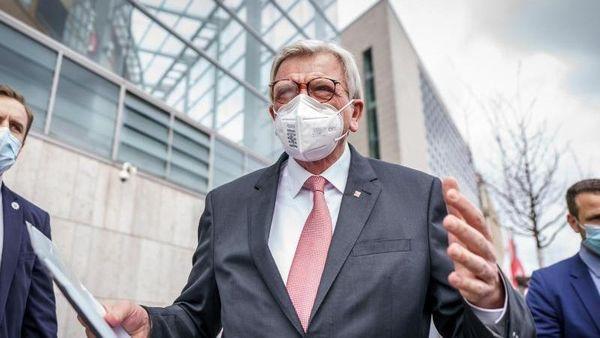 Berlin (dpa/lhe) - Das CDU-Präsidium hat sich einmütig hinter eine Kanzlerkandid [...]