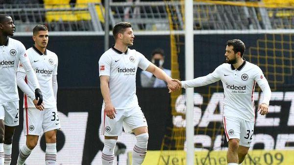 Berlin (dpa) - Bayern-Trainer Hansi Flick will sich zwar nicht mehr zu Themen ab [...]
