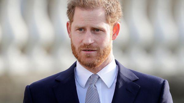 Gedenkfeier für Mutter Diana: Prinz Harry ist unterwegs nach London