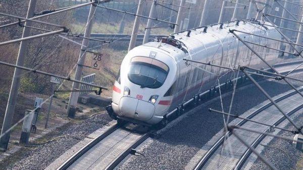Felssturz auf Gleise: Bahn über Wiederinbetriebnahme