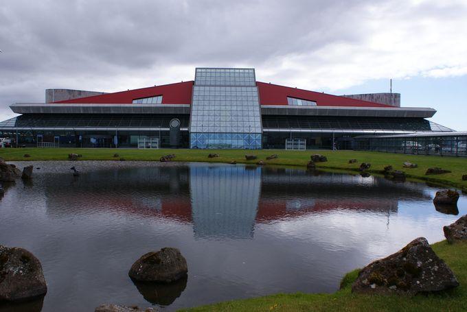 【冰島攻略】冰島國際機場指南--交通、換錢、吃喝玩樂、免稅店、電話卡