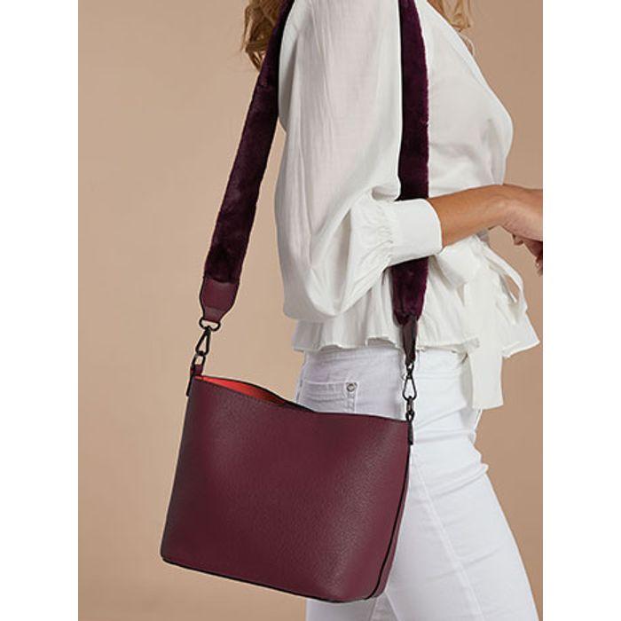 Τσάντα με λουρί από συνθετική γούνα WE7869.A706+5
