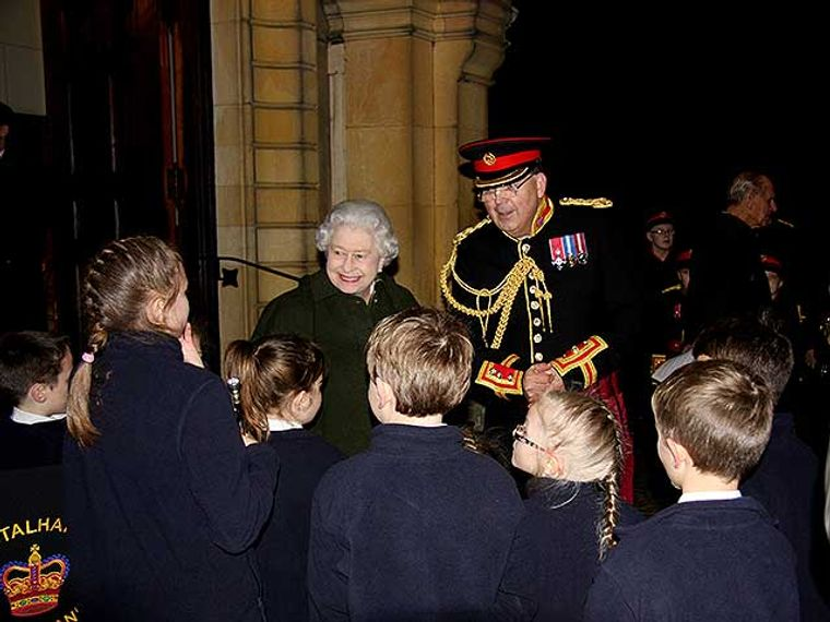 tHE qUEEN AND THE BAND