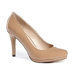 63126_21091402: Patent emilia high heel platform court shoes