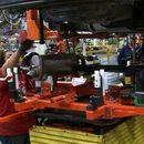 През декември промишленото производство се свива с почти 4 на сто