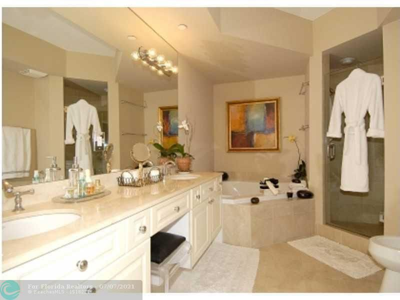 L'Hermitage for Sale - 3200 N Ocean Blvd, Unit 1106, Fort Lauderdale 33308, photo 6 of 9