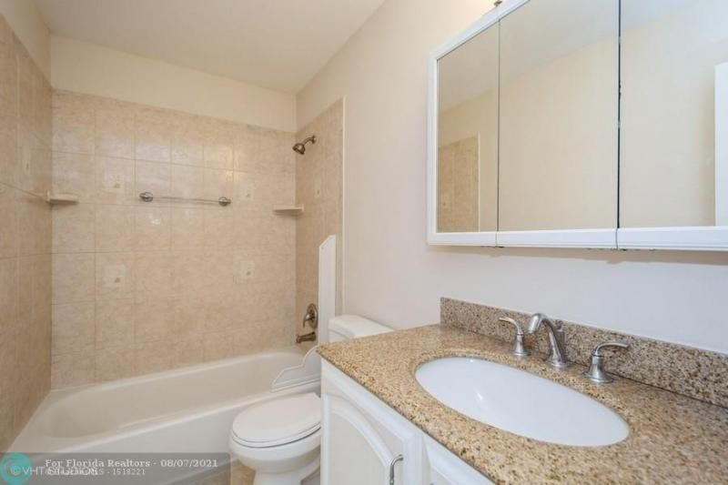 Coral Bay Rep Sec One for Sale - 6184 Mohawk Ter, Margate 33063, photo 13 of 17