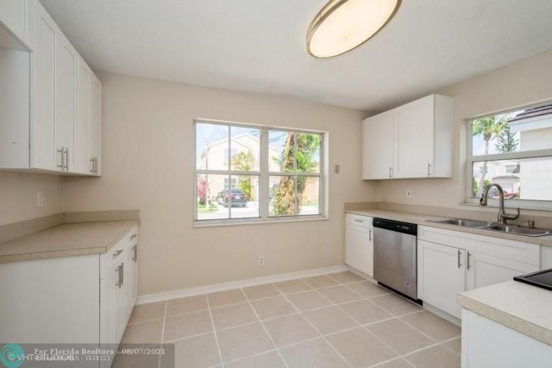 Coral Bay Rep Sec One for Sale - 6184 Mohawk Ter, Margate 33063, photo 6 of 17