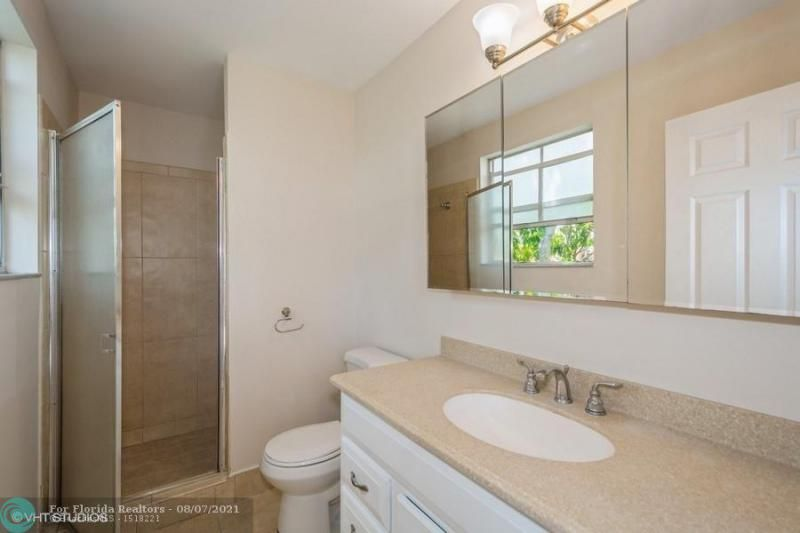 Coral Bay Rep Sec One for Sale - 6184 Mohawk Ter, Margate 33063, photo 9 of 17