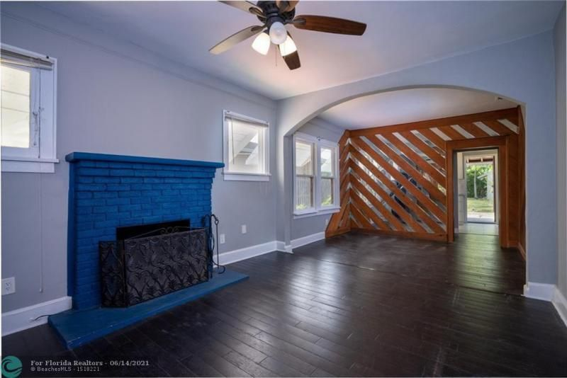 Dania Heights 3-22 B for Sale - 220 SW 5th St, Dania 33004, photo 4 of 8