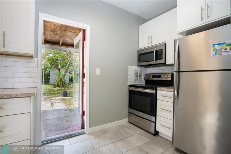 Dania Heights 3-22 B for Sale - 220 SW 5th St, Dania 33004, photo 7 of 8