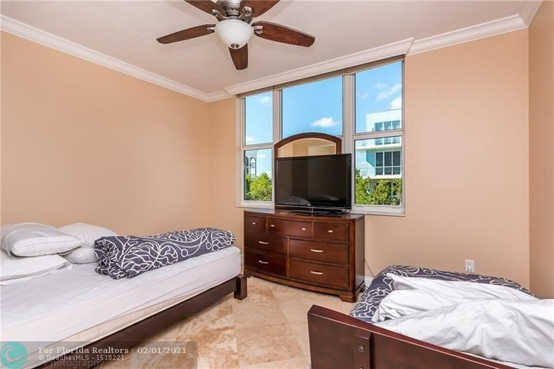 1 Ocean Boulevard for Rent - 101 SE 20th Ave, Unit 406, Deerfield Beach 33441, photo 10 of 34