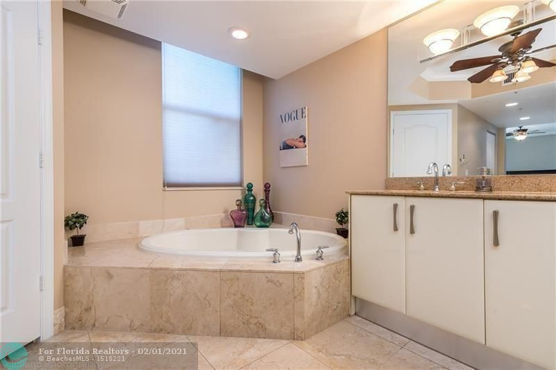 1 Ocean Boulevard for Rent - 101 SE 20th Ave, Unit 406, Deerfield Beach 33441, photo 15 of 34