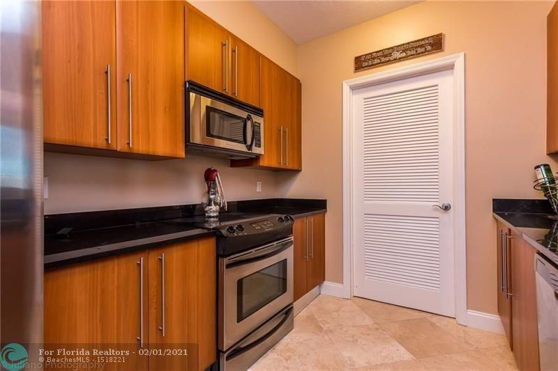 1 Ocean Boulevard for Rent - 101 SE 20th Ave, Unit 406, Deerfield Beach 33441, photo 8 of 34