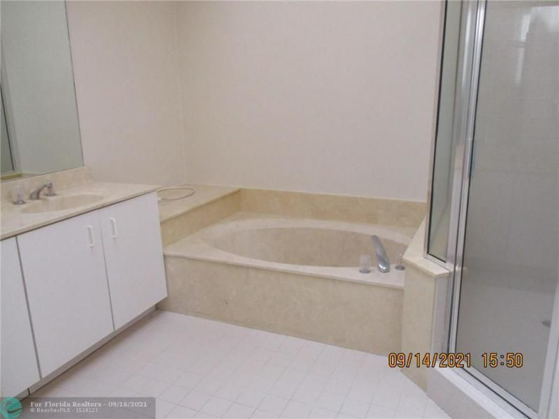 Montara for Sale - 3014 Marion Ave, Margate 33063, photo 10 of 11