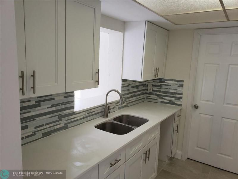 Academy Award Sec 4 Rep for Sale - 3530 NW 7th Pl, Lauderhill 33311, photo 4 of 12