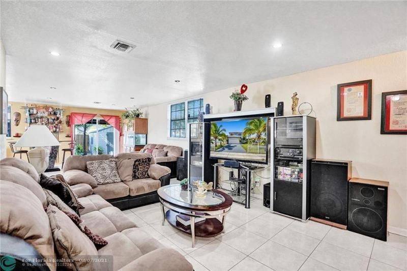 Hansen & Nelson Sub 3-76 for Sale - 600 NW 3rd St, Dania 33004, photo 3 of 41