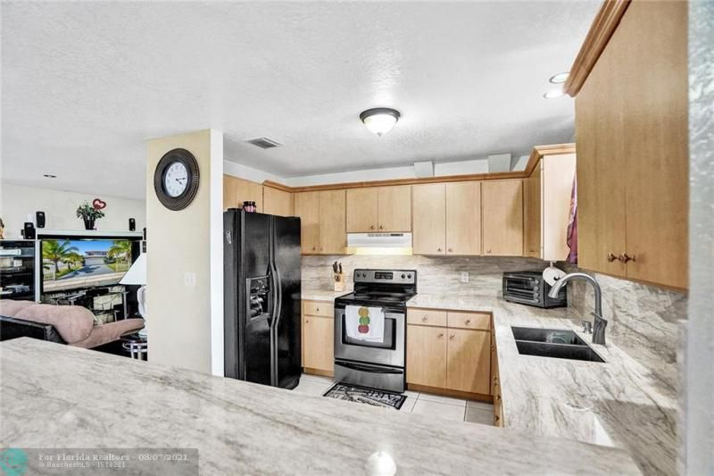 Hansen & Nelson Sub 3-76 for Sale - 600 NW 3rd St, Dania 33004, photo 8 of 41