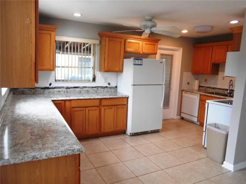 Margate 3rd Add 44-48 B for Sale - 6205 NW 9th Ct, Margate 33063, photo 2 of 16