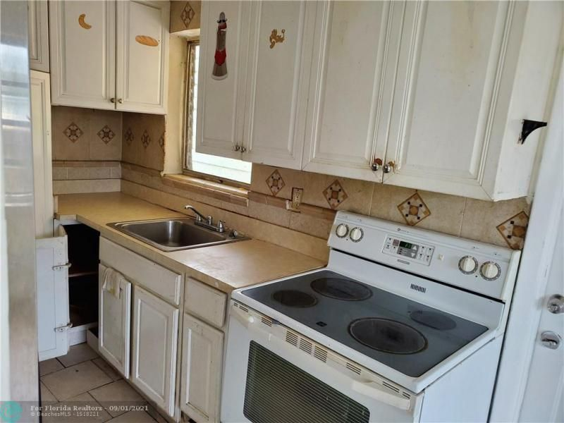 Browardale 1st Add 43-8 B for Sale - 561 NW 33rd Ave, Lauderhill 33311, photo 4 of 9