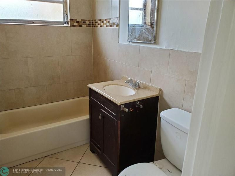 Browardale 1st Add 43-8 B for Sale - 561 NW 33rd Ave, Lauderhill 33311, photo 8 of 9