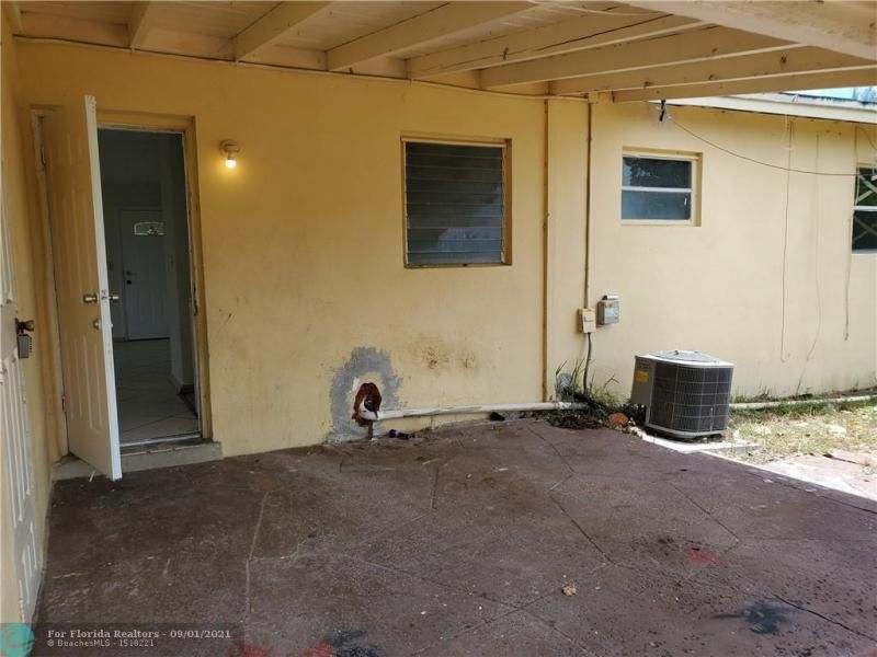 Browardale 1st Add 43-8 B for Sale - 561 NW 33rd Ave, Lauderhill 33311, photo 9 of 9