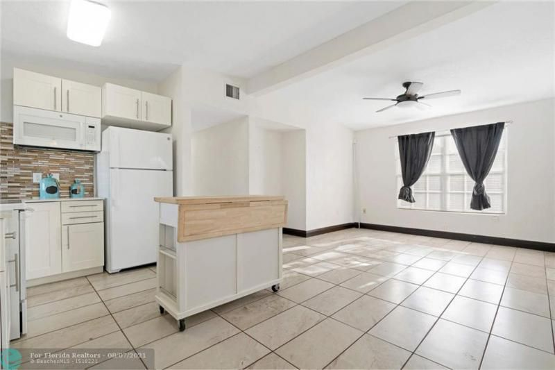 Broward Manor 33-16 B for Sale - 3205 NW 2nd St, Lauderhill 33311, photo 7 of 20