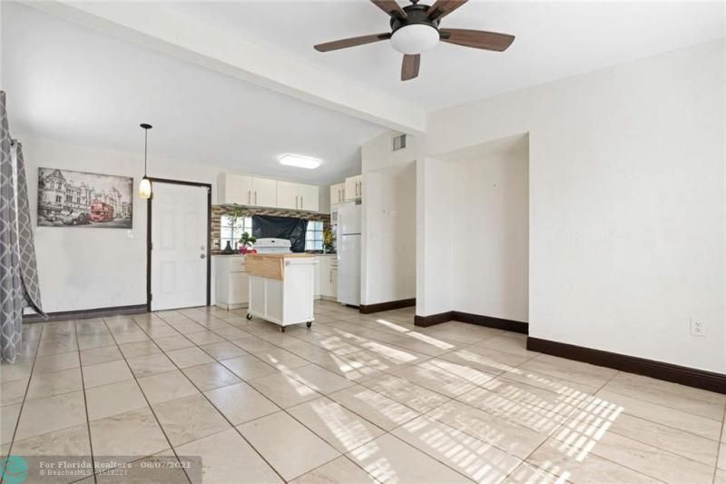 Broward Manor 33-16 B for Sale - 3205 NW 2nd St, Lauderhill 33311, photo 8 of 20