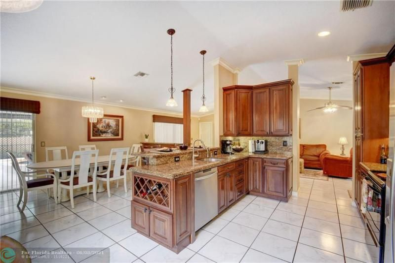 Parkwood V for Sale - 3690 NW 58th St, Coconut Creek 33073, photo 14 of 44