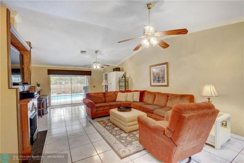 Parkwood V for Sale - 3690 NW 58th St, Coconut Creek 33073, photo 7 of 44