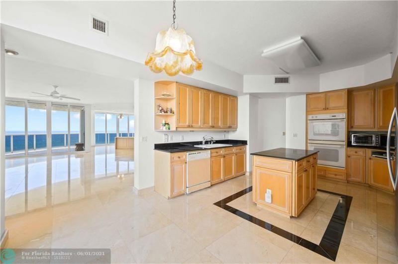 L'Hermitage for Sale - 3100 N Ocean Blvd, Unit 2009, Fort Lauderdale 33308, photo 15 of 35
