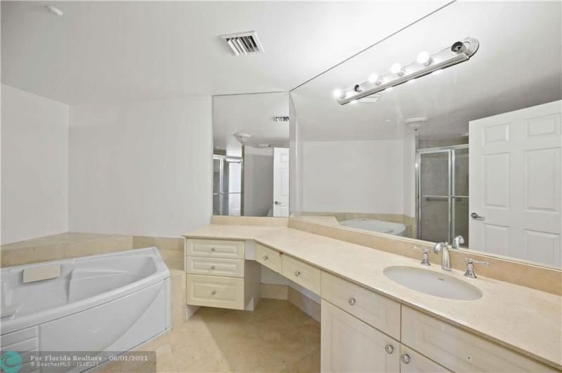 L'Hermitage for Sale - 3100 N Ocean Blvd, Unit 2009, Fort Lauderdale 33308, photo 22 of 35